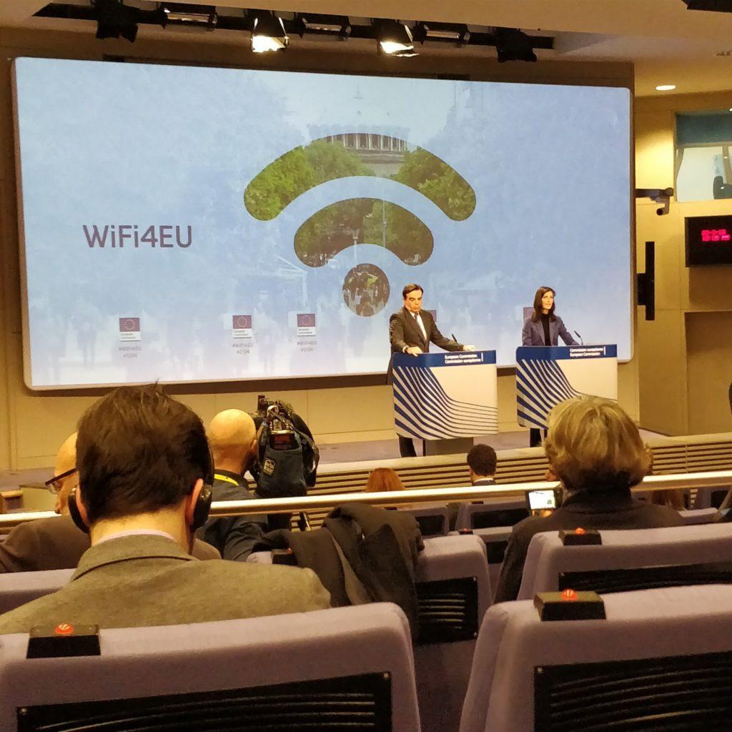 Marija Gabriel, EU-Kommissarin für digitale Wirtschaft und Gesellschaft, stellt #wifi4eu vor.
