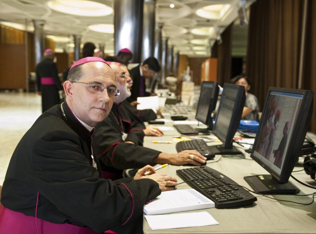 Bischöfe am Gerät